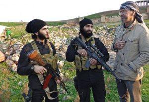 Jürgen Todenhöfer mit zwei ISIS-Kämpfern
