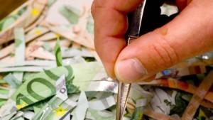 Verwunderlicher als Leichenteile: Geldschnipsel
