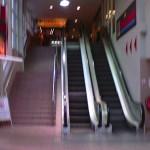 Das Schrecknis der stillstehenden Rolltreppe